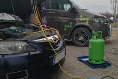 Auton ilmastointilaitteen huolto