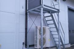 Oulun LVI-APU Oy tarvitsi ilma-vesilämpöpumpun kanssa apua ja käytiin auttamassa kylmäaineputkiston asennuksessa.
