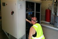 Oilon RE 110 kW kiinteistölämpöpumpun toiminnan tarkastelua.